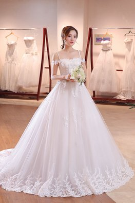 Sweet Lace Wedding Gown with Chapel Train