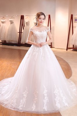 Illusion Neckline Off-Shoulder Cap Sleeves Lace Wedding Gown with Court Train