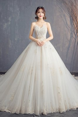 Sweetheart Gold Applique Romantic Lace Wedding Gown