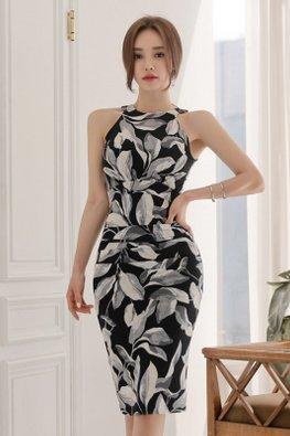 Leaf-Print Halter Neck Sheath Dress