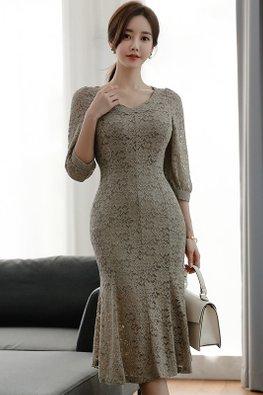 V-Neck 3/4 Sleeves Mermaid Lace Dress