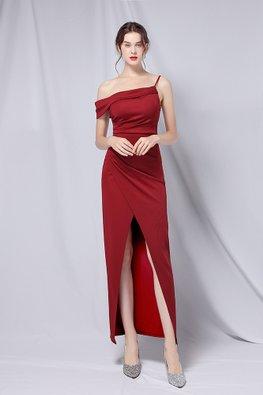 Black / Maroon Strap Irregular Neckline V-Front Gown